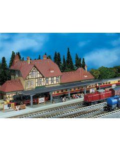 Stasjoner og jernbanebygninger (Faller), , FAL222125