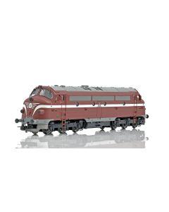 Topline Lokomotiver, NMJ Topline model of the MAV M61.010 in the original livery with , NMJT90202