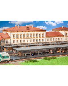 """Stasjoner og jernbanebygninger (Faller), Plattformsett"""" Friedrichstatdt"""", FAL120105"""