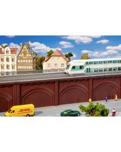Stasjoner og jernbanebygninger (Faller), Arkade med skinnegang, FAL120573
